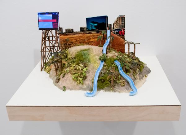 Jennifer and Kevin McCoy, Between The Resorts, 2012, sculpture with electronics